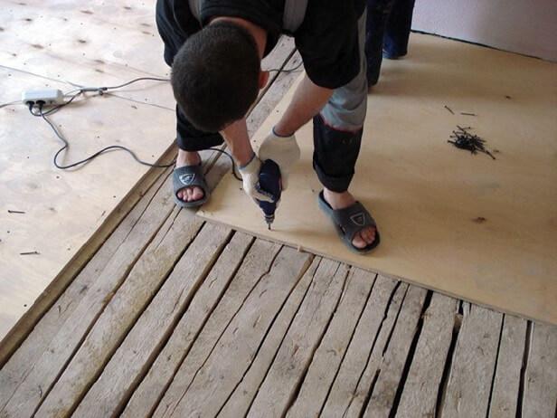 Закрепленная фанера эта основа под линолеум на деревянный пол