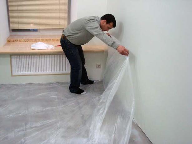 Укладка полиэтиленовой пленки на бетонный пол защита от промокания подложки под линолеумом