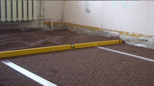 делается сухая стяжка для укладки фанеры как основания под линолеум на бетонный пол