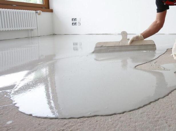 Выравнивание саморастекающейся смеси которая будет как основание под линолеум на бетонный пол