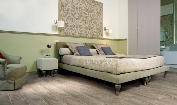 линолеум в спальне с фактурой под деревянный настил