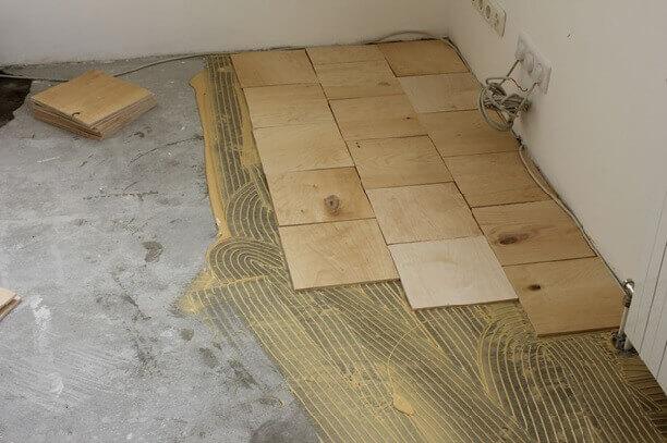 укладка фанеры на клей на бетонное основание под линолеум