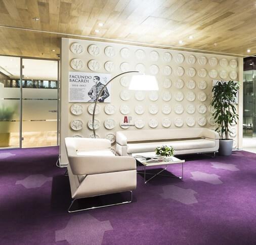 фиолетовый цвет линолеума в дизайне комнаты