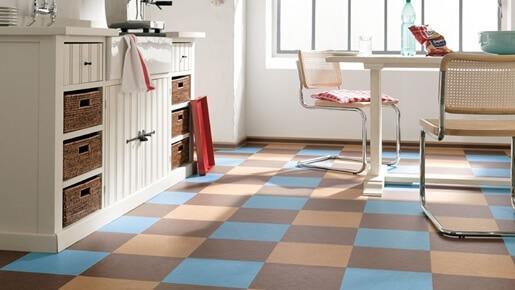 Линолеум квадратами голубыми-бежевыми-коричневыми на кухни
