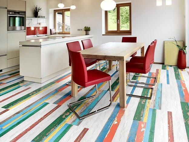 линолеум полосками красными-синими-белыми на кухне