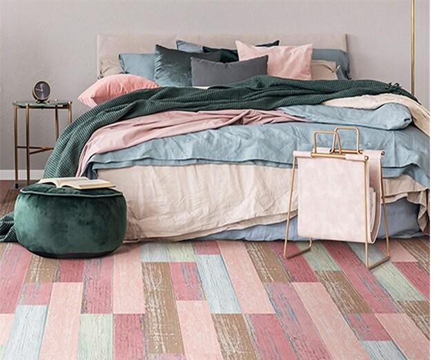 розово-голубой-коричневый цвет линолеума в спальне