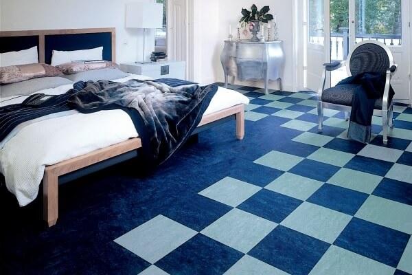 шашечкой-синий цвет линолеума в спальне