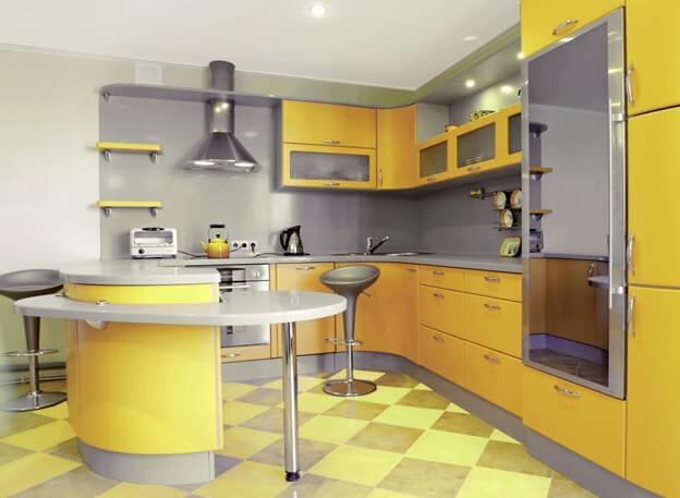Желтый цвет линолеума в кухонной зоне