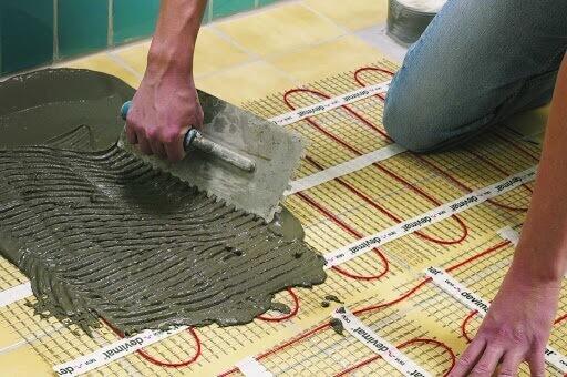 укладка стяжки на электрический теплый пол под ламинат