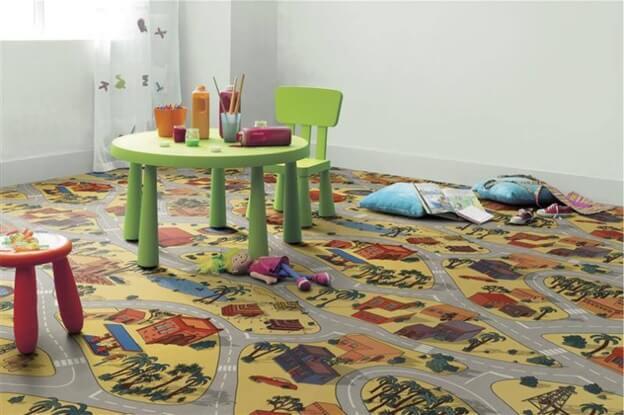 рисунок городских улиц у линолеума в детской комнате