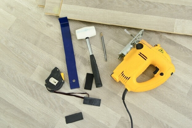 Основные инструменты для укладки ламината на бетонный пол