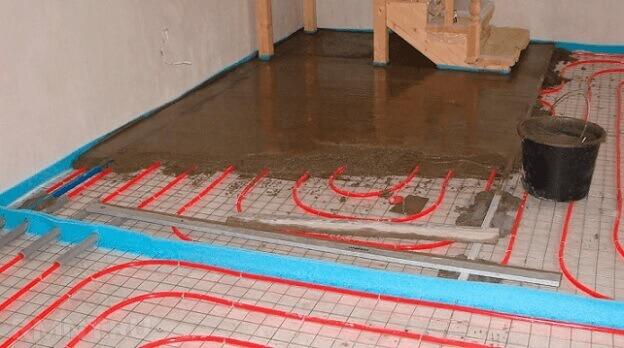 Укладка бетонной стяжки на водяной теплый пол под ламинат
