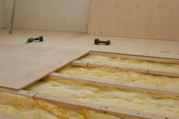укладка фанерного основания под ламинат на бетонный пол