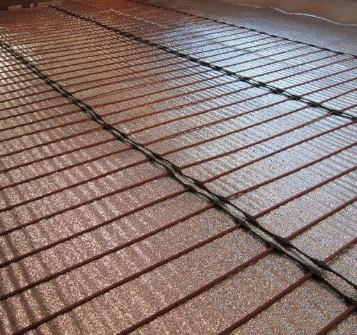 Стержневой электрический теплый пол на дополнительном слое изоляции под ламинат