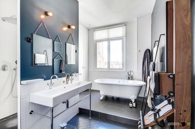 Светло-серое линолеум в интерьере ванной комнаты