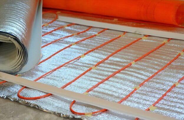 Теплоизоляция с кабельным электрическим теплым полом под ламинат