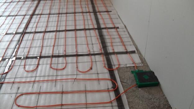 укладка змейкой электрического теплого пола под ламинат
