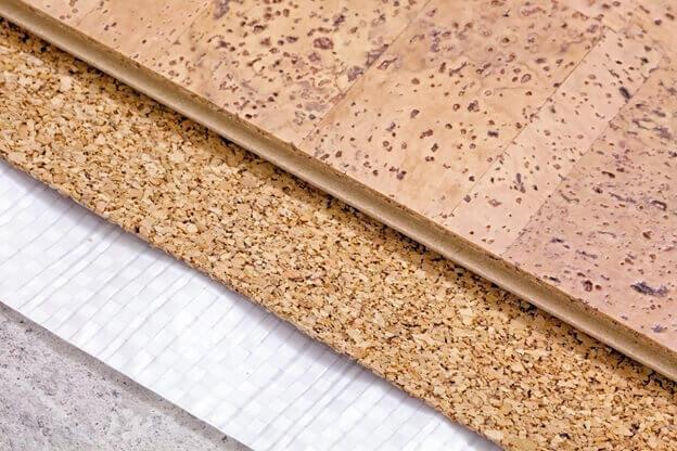 пленочная и пробковая подложка под ламинатом на бетонном полу