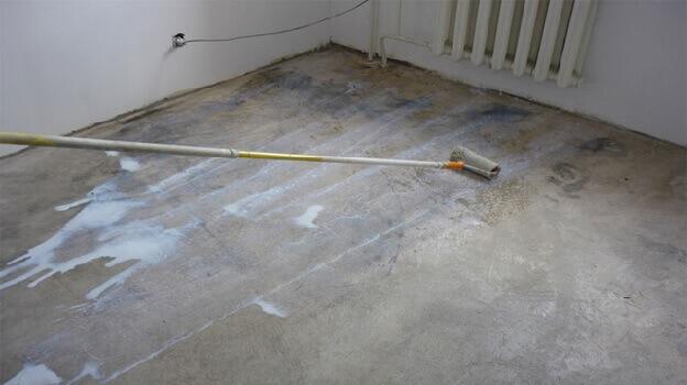 Грунтование бетонной стяжки под ламинат