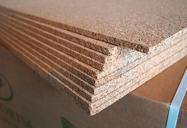 Стопка листовой подложки под ламинат из пробки