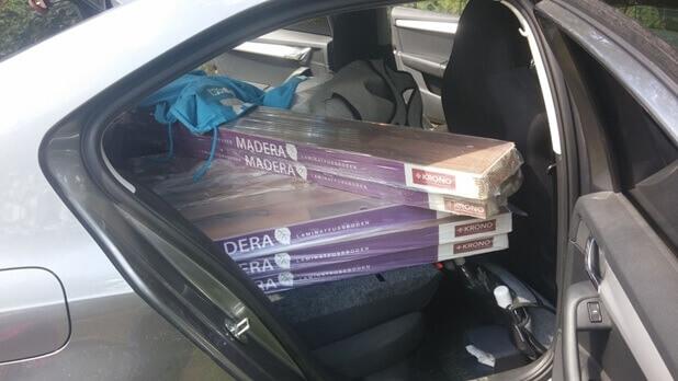Перевозка ламината на заднем сиденье легкового автомобиля
