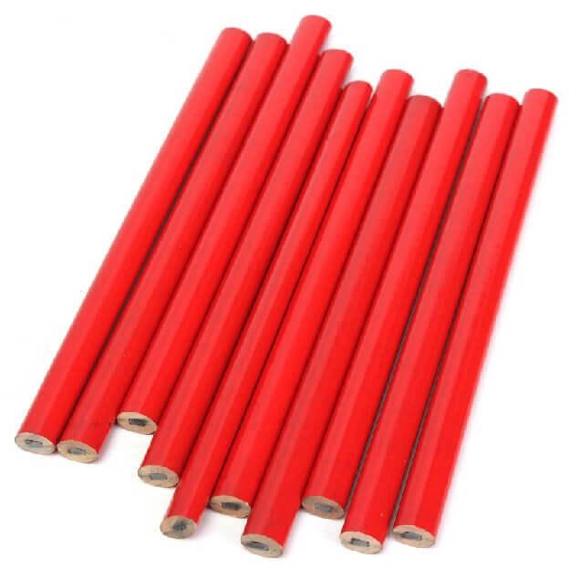 Лежат строительные карандаши