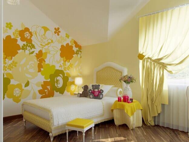Тёмный цвет ламината в интерьере комнаты в жёлтых тонах