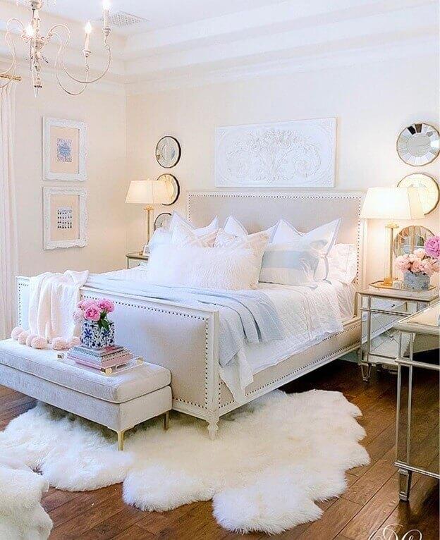 Коричневый цвет ламината на полу спальни