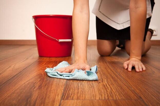 мытьё ламината мягкой тряпкой в ручную