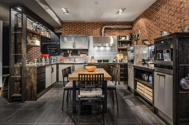 Чёрный кафель на полу в кухне