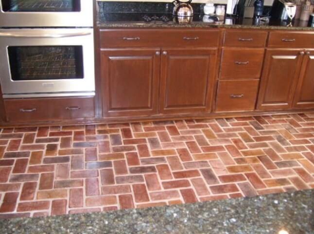 Пол из клинкерной плитки на кухне
