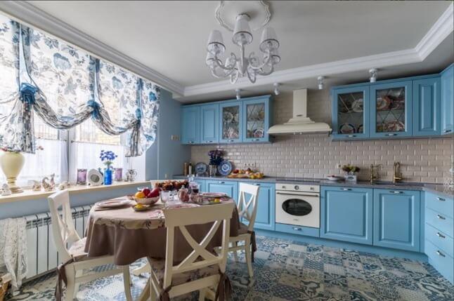 Пэчворк из плитки на кухонном полу
