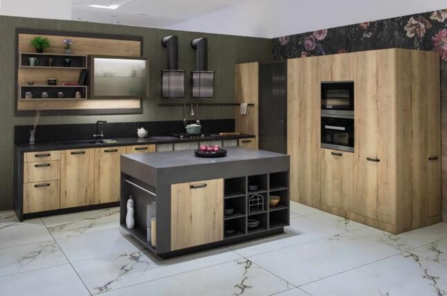 Пол из большой прямоугольной плитки на кухне