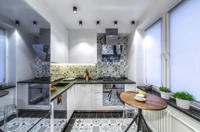 Узорчатая напольная плитка в интерьере кухни