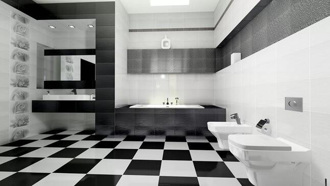 Шахматный пол из плитки в ванной